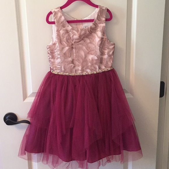 Rare Editions Other - Party dress w/ Rhinestone detail